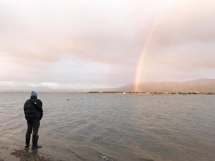 琵琶湖へバス釣り-北湖-奥琵琶湖で釣りを楽しむ息子